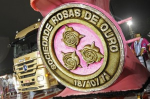 motoboy-carnaval-rosas-ouro
